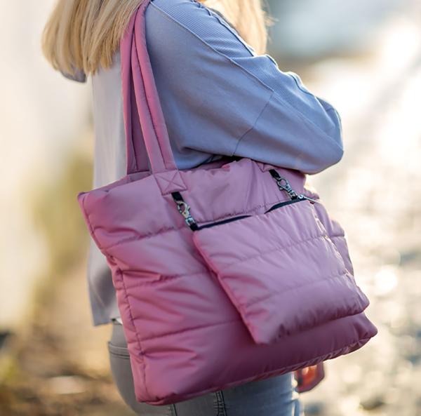 Дутая сумка розового цвета со съемным карманом